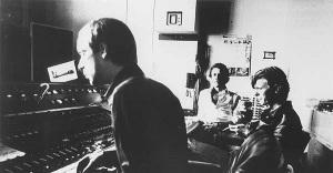 Brian Eno, Robert Fripp & David Bowie, Hansa studios, Berlijn, 1977 (dgmlive.com)