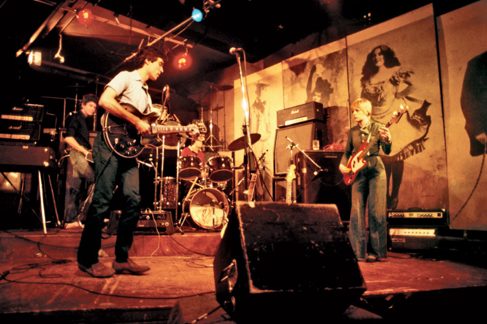 Talking Heads Live 1977 (vulture.com)
