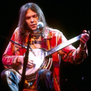 Neil Young 1976 (pinterest.com)