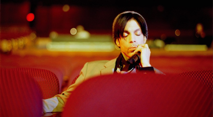 Prince relaxing after soundcheck - Kodak Theatre Hollywood - 2002 (Afshin Shahidi)