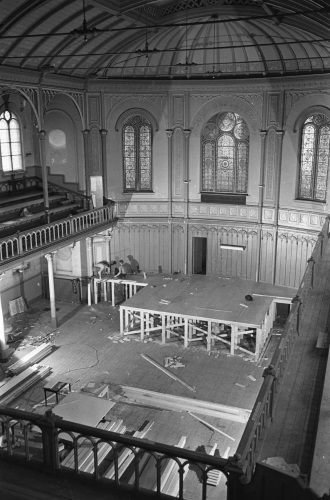 Paradiso Building the stage in the great hall (bluesmagazine.nl)
