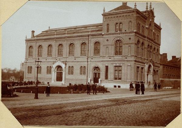 Verenigingsgebouw der Vrije Gemeente Weteringschans 1880-1883 (wikipedia.org)