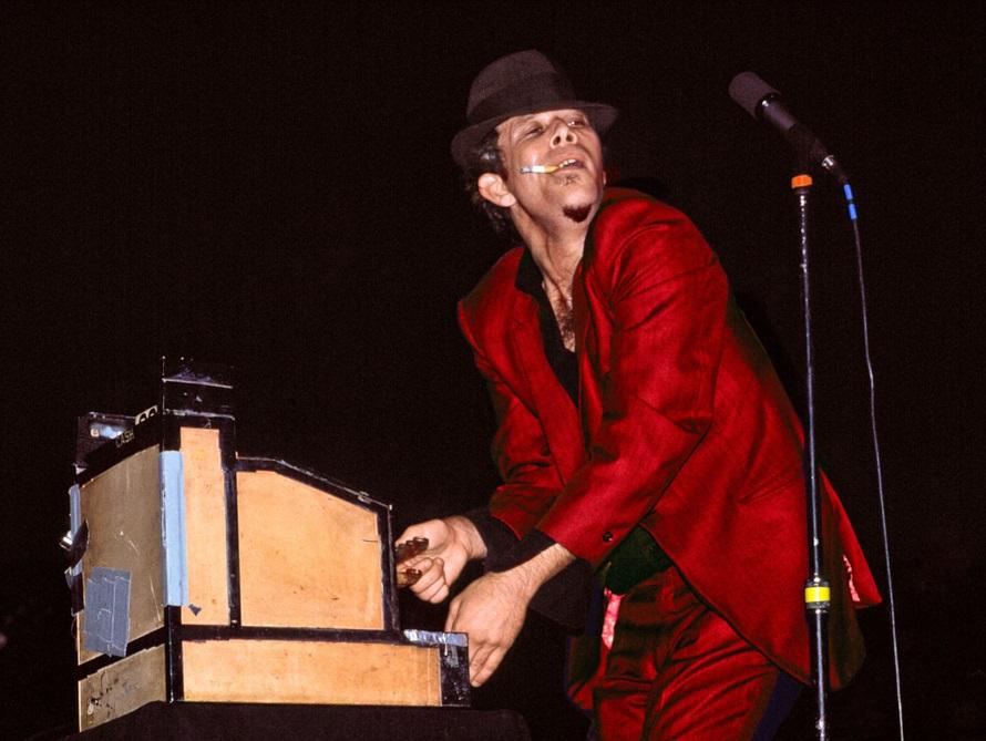 Tom Waits - Live 1983 (artology-gallery.com)