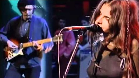 Mazzy Star - Live Jools Holland BBC 1994 (youtube.com)
