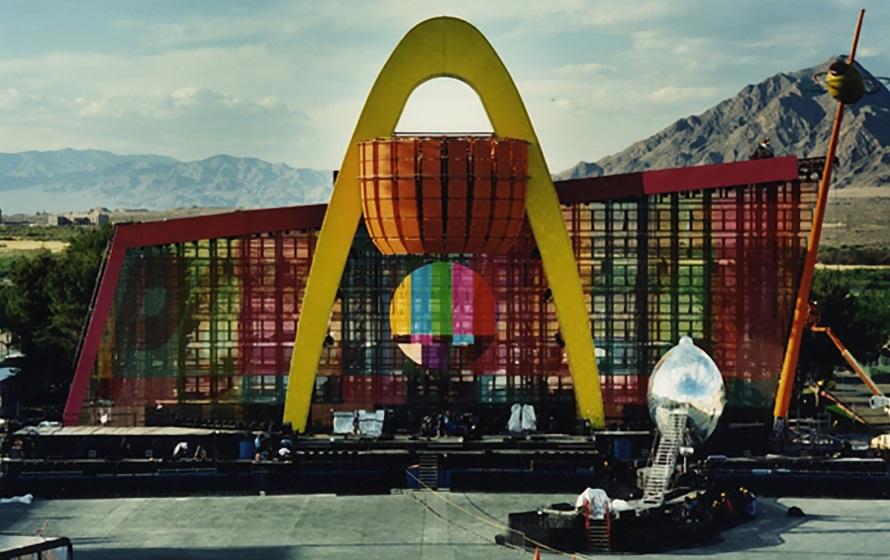 U2 - Popmart - Stage (u2start.com)
