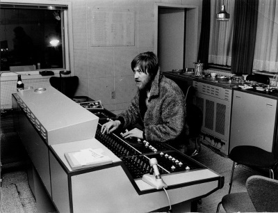 Conny Plank in the studio (connyplank.com)