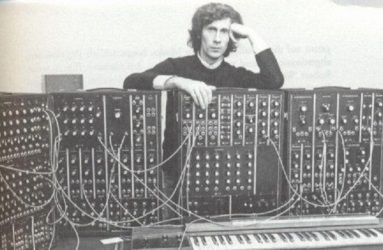 Eberhard Schöner and his Moog (astronautapinguim.blogspot.com)