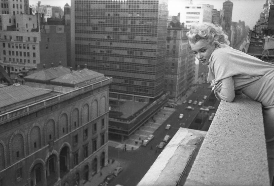 Marilyn Monroe in New York 1955 (americanpast.blogspot.nl)