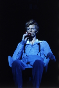 David Bowie - Live 1974 - Space Oddity (artsy.net)