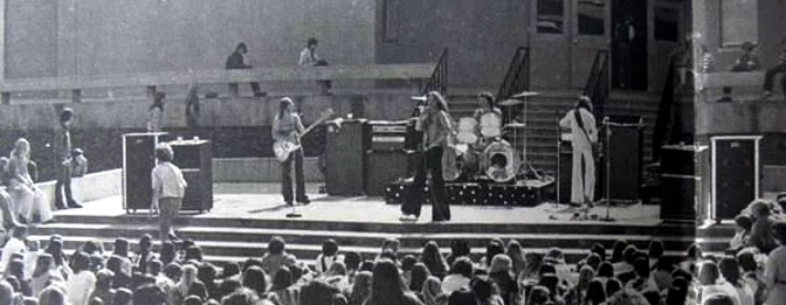 Van Halen La Canada High School 1976 (medium.com)