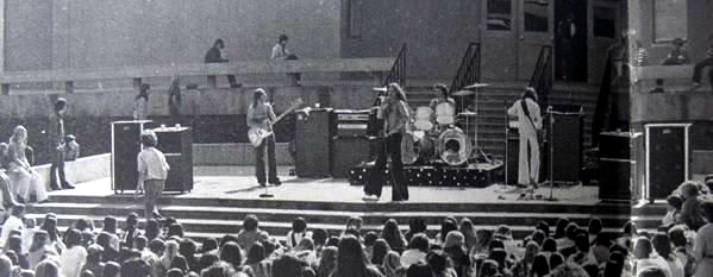 Van Halen La Canada High School 1976 (medium.com)