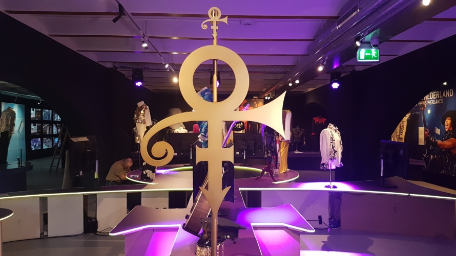 My Name Is Prince - Building the exhibit(kunstkieken.nl)