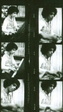 Prince 1976 (pinterest.com)