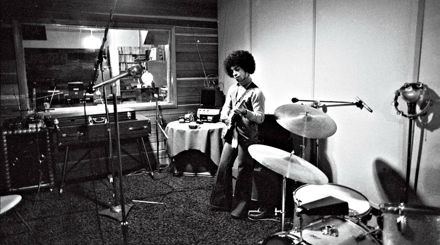 Prince recording, 1977 (nightflight.com)