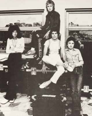 Queen - Jazz - Inner sleeve (ultimatequeen.co.uk)