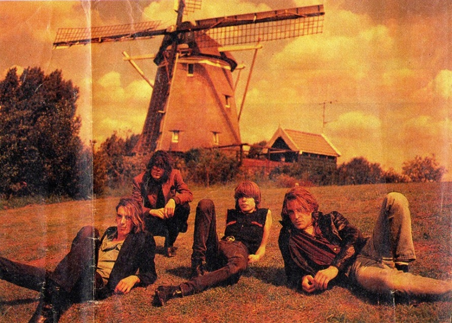 The Fatal Flowers - Dutch pride in gossip magazine Weekend (facebook.com)