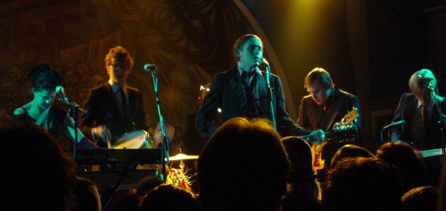 Arcade Fire - Live 2004 (neogaf.com)