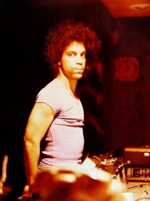 Prince - Aan het werk in de Alpha Studios 1979 (twitter.com)