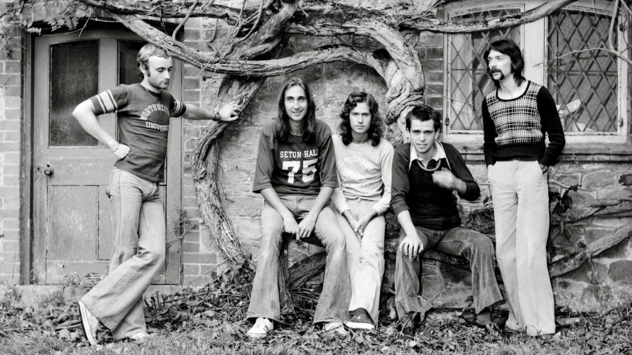 Genesis in 1974 bij Headley Grange (pinterest.com)