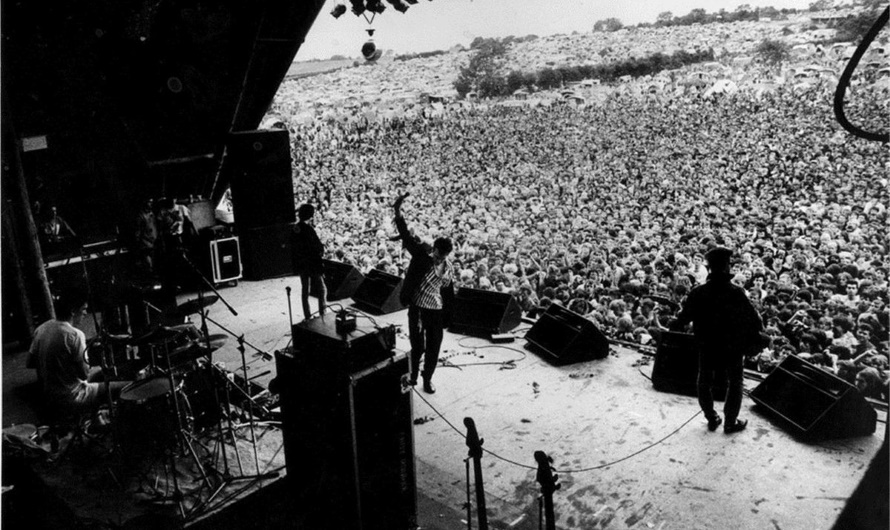 The Smiths - Glastonbury Festival 1984 (twitter.com)