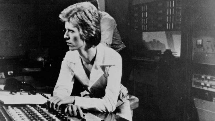 David Bowie - Young Americans - Working the board (avclucb.com)