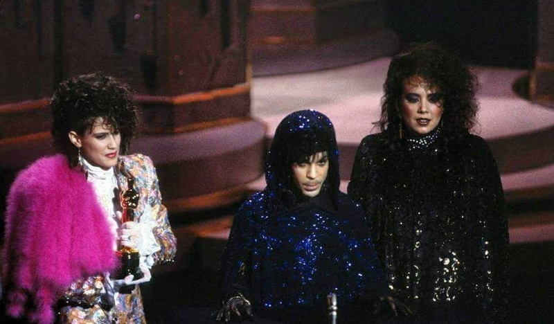 Prince, Wendy & Lisa accepting Oscar for Purple Rain, 03/25/1985 (twitter.com)
