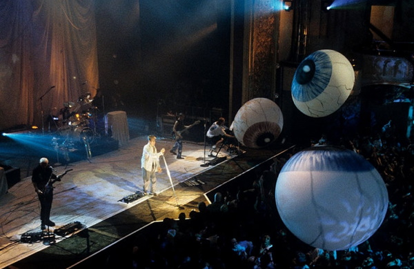 David Bowie - Earthling Tour (sharebridefailingstar.com)