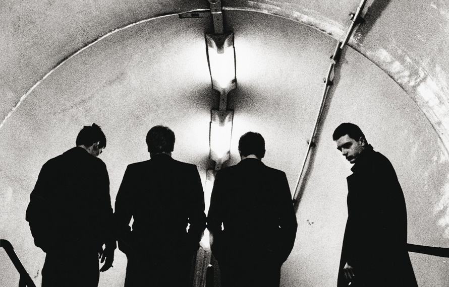 Joy Division - Subway door Anton Corbijn (pinterest.com)