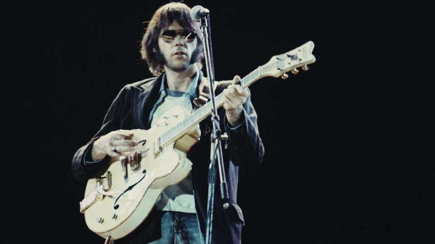Neil Young 1974 (ilikeyouroldstuff.com)