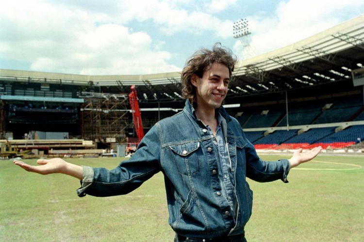 Live Aid - Bob Geldof in Wembley Stadium 10-07-1985 (flashbak.com)