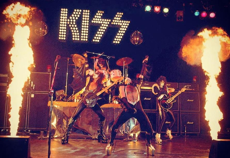 Kiss - Alive! outtake (fanpop.com)