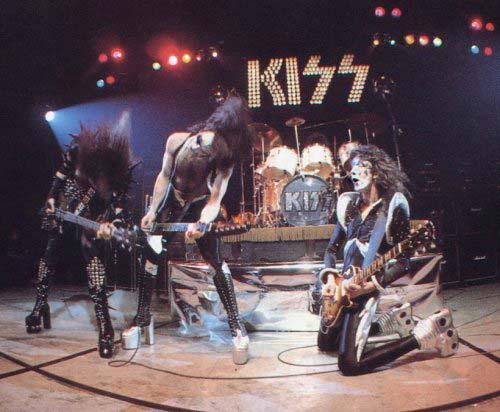 Kiss - Live 1975 (nolifetilmetal.com)
