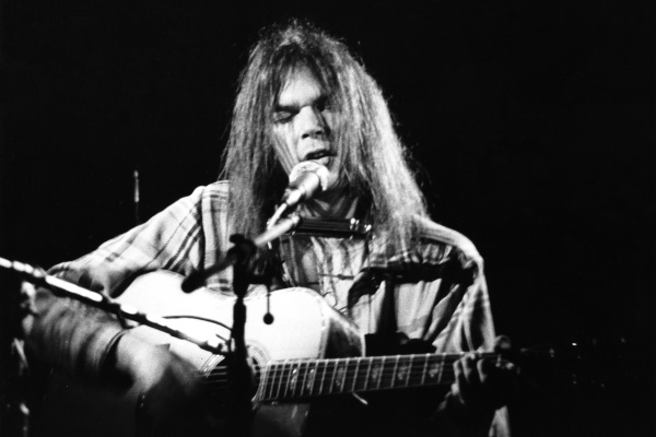 Neil Young - 1971 solo tour (rollingstone.com)