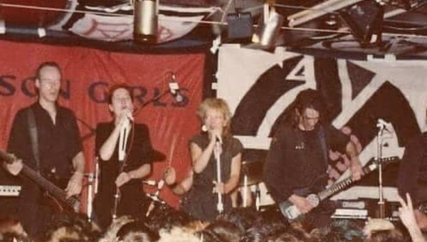 Crass - Live (vocals Eve Libertine & Joy de Vivre) (twitter.com)