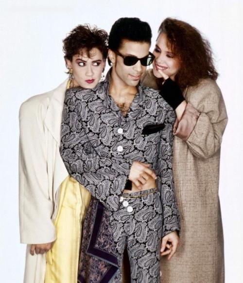 Prince - Wendy & Lisa - Rolling Stone fotoshoot outtake (pinterest.com)
