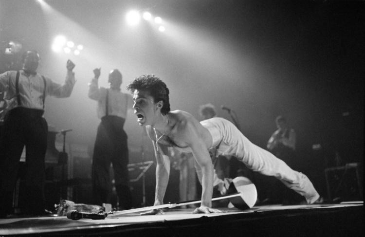 Prince live 1986 (youtube.com)