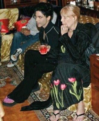 Prince op bezoek bij Joni Mitchell 2012 (pinterest.com)